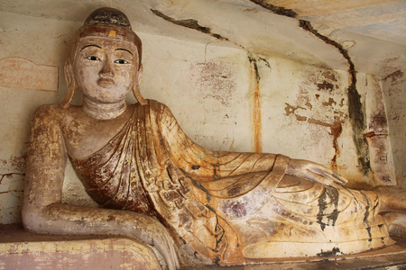 Old Buddha statue at Pho Win Taung Caves, Monywa city, Sagaing State, Myanmar, Asia. New interesting tourist destination. 報道画像