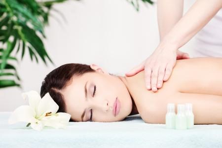 Шикарная женщина сделает массаж фото 691-758