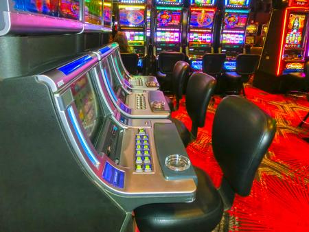 slot machines: Las Vegas, Estados Unidos de América - 07 de mayo de, 2016: Las máquinas tragamonedas en el Casino Fremont en Las Vegas, Estados Unidos de América