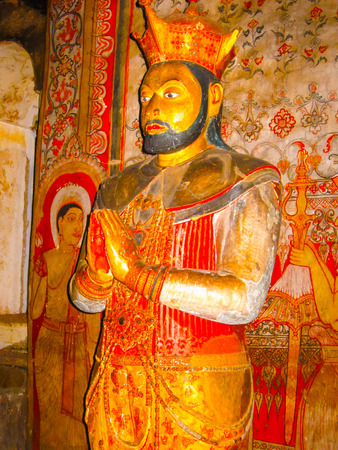 peinture rupestre: Dambulla, Sri Lanka - 30 avril 2009: La sculpture au temple de la caverne des bouddhistes à Dambulla au Sri Lanka