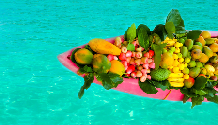 retailer: Exotic fruits on the boat