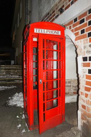 cabina telefonica: Tradicional estilo antiguo Reino Unido teléfono rojo cuadro
