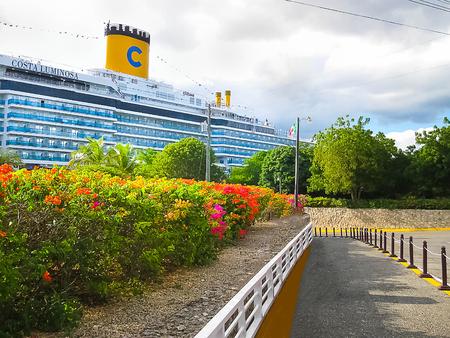 ラ ・ ロマーナ、ドミニカ共和国 - 2013 年 2 月 4 日: コスタ Luminosa のクルーズ船 報道画像