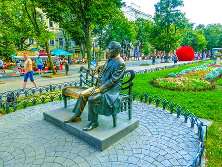 オデッサ、ウクライナ - Jily 09、2017: オデッサ市庭のレオニード ・ Utyosov の記念碑。 写真素材 - 89155259