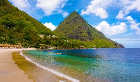 Mooi wit strand in Saint Lucia, Caraïbische Eilanden Stockfoto - 89436442