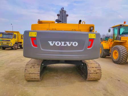 Kiyv, Ukraine - August 30, 2020: Modern hydraulic excavator or Volvo EC 250 DL on a field work site at Kiyv, Ukraine on August 30, 2020 Redactioneel