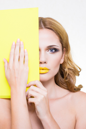 model on a white background with yellow plate