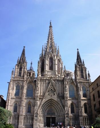 gotico: La catedral de Barcelona de Santa Eulalia en Barrio Gotico - parte antigua de la ciudad