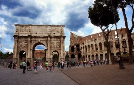 constantine: Triumphal Arch of Constantine  Arco di Costantino  and Colosseum in Palatine Hill, Rome, Italy