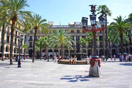 プラザ Real は、スペイン、バルセロナのゴシック地区の広場