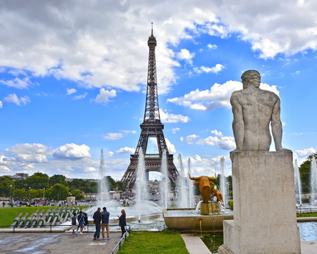 trocadero: Eiffel Tower and fountain at Jardins du Trocadero, Paris, France