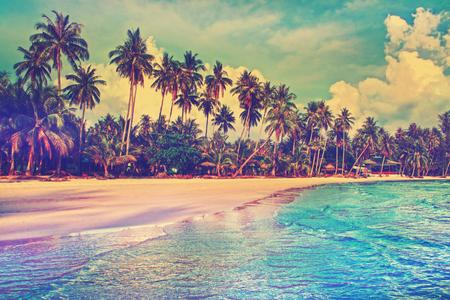 Paradijs natuur, zee en hotel huis op het tropische strand. Stockfoto