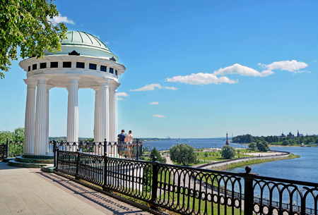 the volga river: Rotunda on the embankment of Volga River, Yaroslavl, Russia