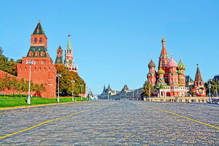 Moskouse Kremlin en de St Basil Kathedraal op het Rode Plein in Moskou, Rusland