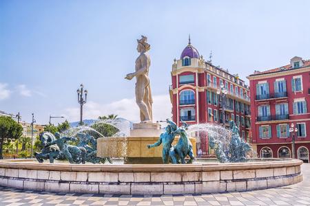 Fontaine Soleil sur la Place Masséna à Nice, France