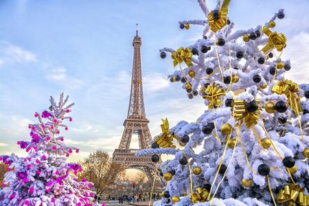 Eiffel Tower is the main attraction of Paris on the background of decorated Christmas trees in December. Travel Greeting Card with Christmas in Paris, France Archivio Fotografico