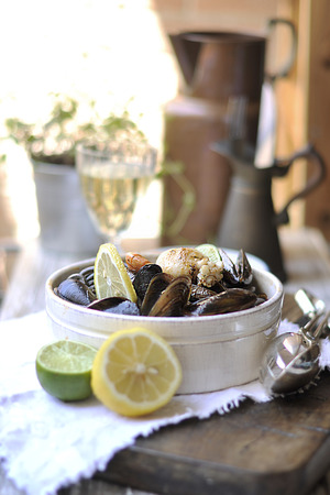 limon: pasta black with seafood, mollusks and seashells. shrimp and sauce. In the vintage style. In Italian ceramics