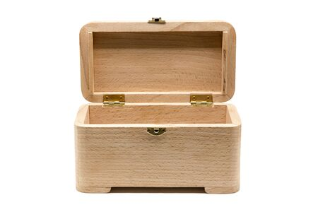 Empty wooden casket with open lid. Box of eco-friendly materials. Isolated on a white Container for small items Standard-Bild - 140279007