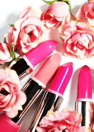Lipstick. Fashion Colorful Lipsticks. Professional Makeup and Beauty. Beautiful Make-up concept. Lipgloss closeup 免版税图像