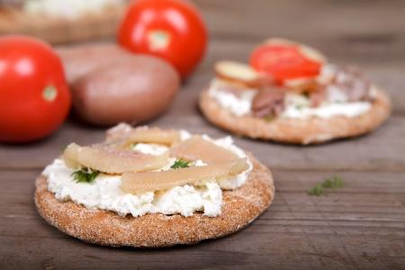 Duas torradas com arenque caviar Imagens