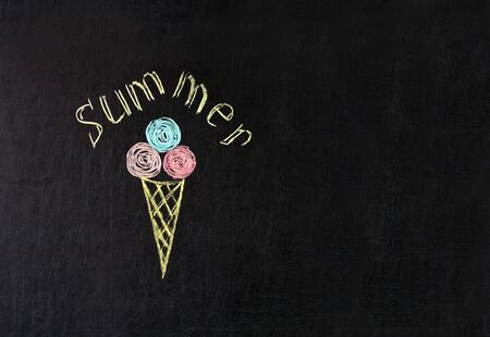 ice cream painted with multicolored chalk on a blackboard with the inscription summer concept of summer pleasure Zdjęcie Seryjne
