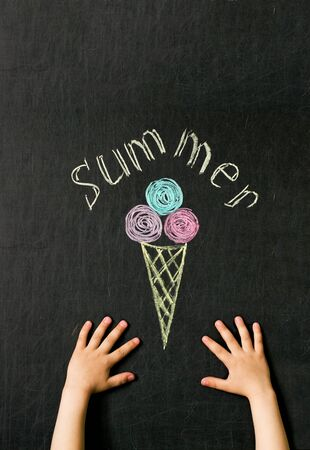 childrens hands reach for ice cream drawn with crayons on the blackboard concept of summer pleasure Zdjęcie Seryjne