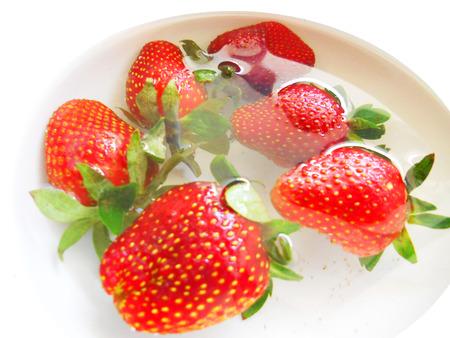 Fresas en agua.