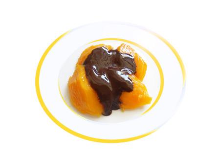 Mango con crema de chocolate marrón. Composición Foto de archivo