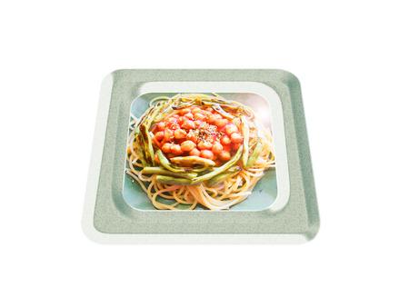 Espaguetis con garbanzos y judías verdes. Composición Foto de archivo