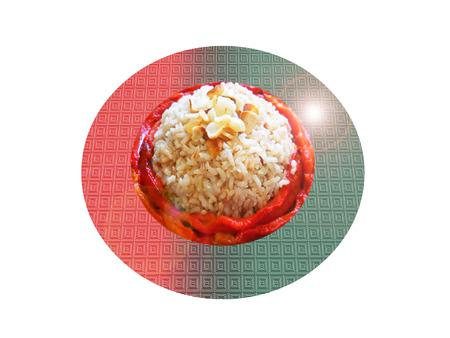 El arroz integral con pimiento rojo asado y ajo. Composición.