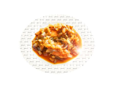 Pechuga de pollo con cebolla. Composición. Foto de archivo