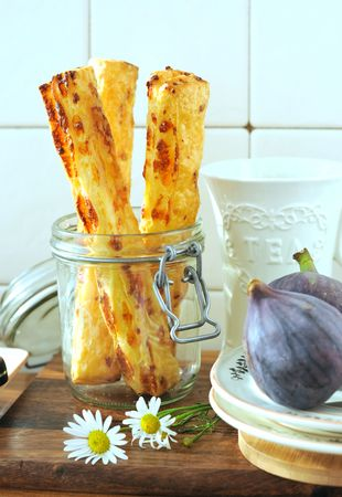 Cheese sticks (puff pastry and cheese)