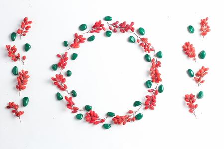 frame met bessen in een cirkel. eenvoudige vlakke lay-samenstelling. creatieve lay-out, vakantie concept