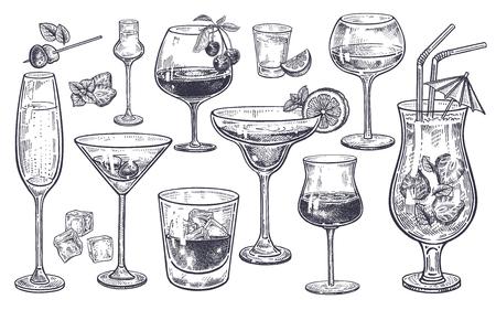 Ensemble de boissons alcoolisées. Coupe de champagne, margarita, brandy, whisky avec de la glace, cocktail, vin, vodka, tequila et cognac. Gravure vintage noir et blanc isolé. Dessin à main levée. Illustration vectorielle