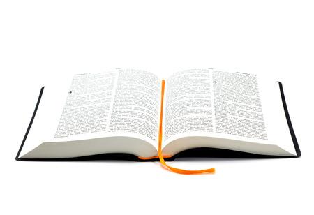 Geöffnetes heiliges Bibel Buch auf weißem Hintergrund