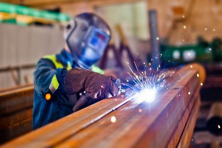 soldador: Trabajador del soldador. Foto de archivo