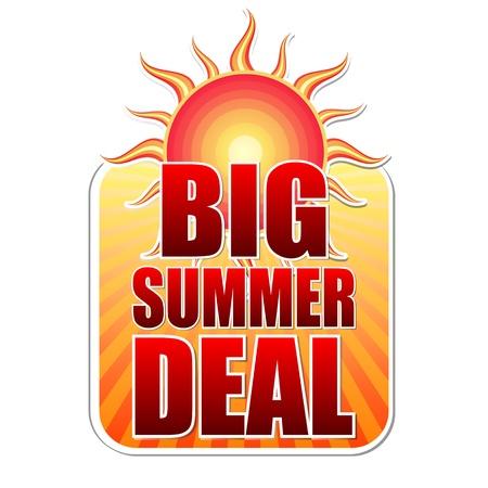 큰 여름 거래 배너 - 텍스트 노란색 레이블로 붉은 태양 및 오렌지 sunrays, 비즈니스 개념 스톡 콘텐츠