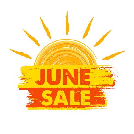 De zomervaandel van de juniverkoop - tekst in geel en sinaasappel getrokken etiket met zonsymbool, bedrijfs seizoengebonden het winkelen concept, vector Stock Illustratie