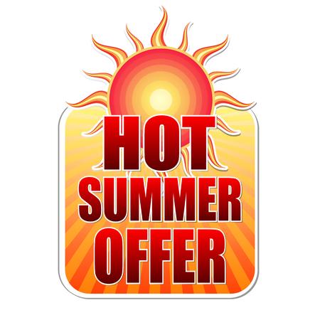 hete zomer aanbieding banner - tekst in het geel label met rode zon en oranje zonnestralen, business concept, vector Vector Illustratie