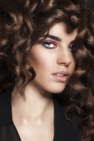 etalon:  Fashion Beauty Girl  Gorgeous Woman Portrait  Portrait of young beautiful woman with curly brown hair