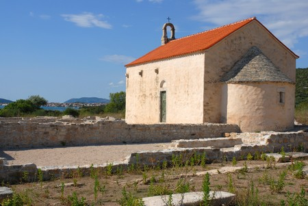 Далмация: old chapel in willage Pirovac, dalmatia sea Фото со стока