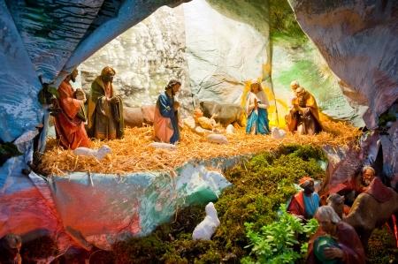 nacimiento de jesus: Pantalla tradicional de la Navidad del nacimiento de Jes�s hecha de peque�as figuras
