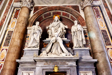 st  peter's basilica pope: Sculptures in St. Peters basilica in Rome showing Jesus, Saint Paul, Saint Peter and a pope Editorial