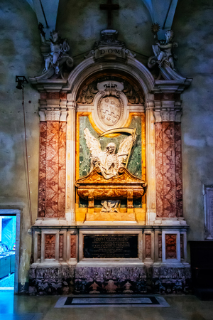 vincoli: ROME, ITALY - OCTOBER 30: The side altars in the church of San Pietro in Vincoli in Rome, Italy on October 30, 2014. Editorial