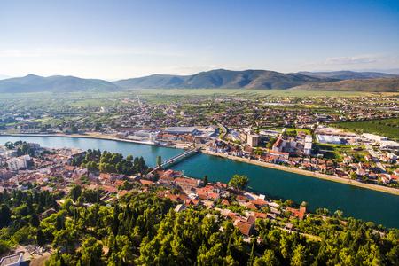 クロアチア南部のダルマチアの小さな場所の空気からの眺め。メトゥコヴィッチ. 写真素材