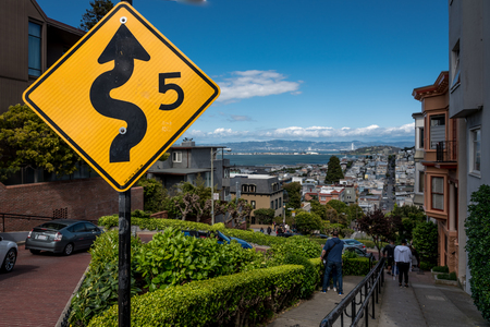 view of lombard street landscape in san francisco. 에디토리얼