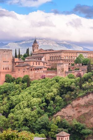 view of the alhambra from the saint nicolas sightseein during a cloudy day granada, spain Imagens - 131922322