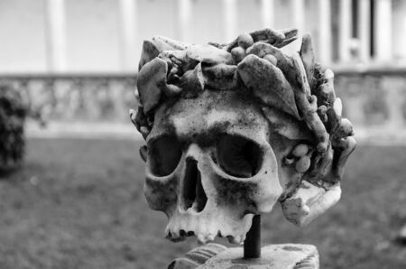 view of a marble sculptured skull, symbol of death 版權商用圖片