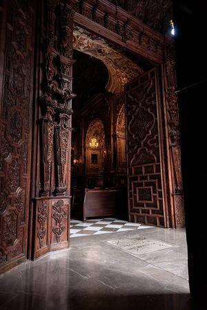 view of the wooden door entrance of the church of saint John (san juan de dios) in granada, Spain. Imagens
