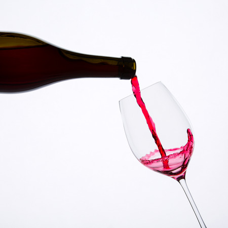 red wine pouring in glass 免版税图像 - 120617677